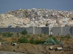 石巻海岸のゴミの山