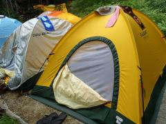 私たちのテントはここ