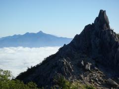八ヶ岳とオベリスク