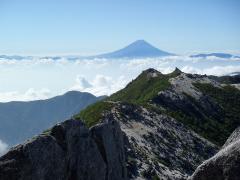 薬師岳方面と富士山