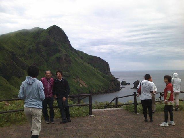 切り立った崖が形成する異次元の景観