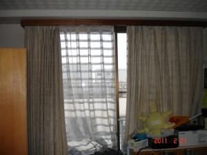 洋間の既存のカーテン