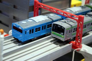 京浜東北線103系と横浜線205系