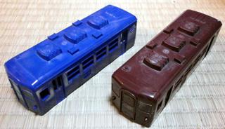 成型色の12系客車