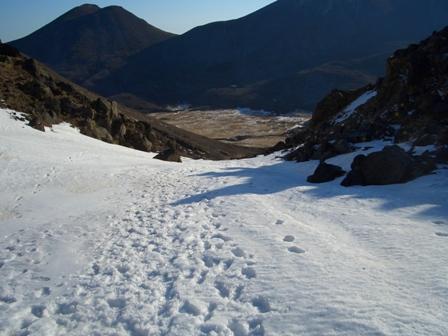 法華院への途中の雪渓CIMG0083