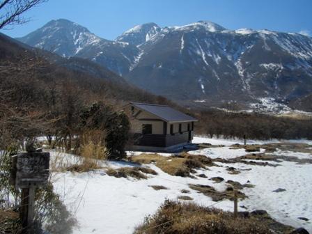 坊ケつるの新しい避難小屋CIMG0196
