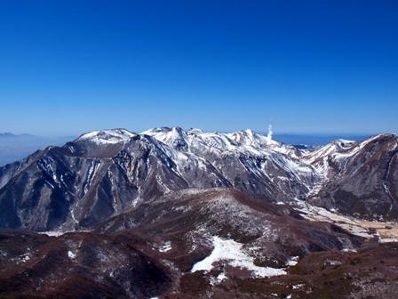 大船山山頂から九重の山々P2213140