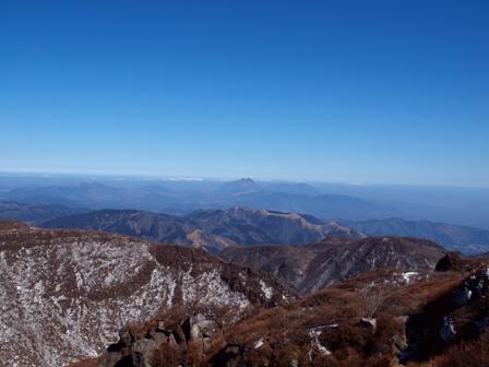大船山山頂から遠望に由布岳P2213142