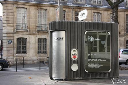 パリの公衆トイレ1IMG_2469