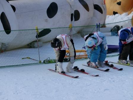 スキーに行きました レッスン中のカオルちゃん
