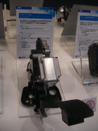 2011東京モーターショー ミクニのアクセル