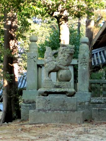本宮社様横の狛犬さん