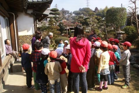 2012-02-24 年長24年2月劇園外保育緑組実川稲わら体験 003 (800x536)
