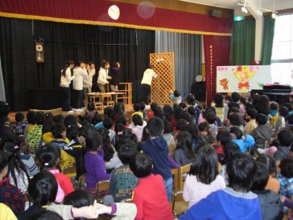2012-03-08 3月誕生会職員劇 008 (800x600)