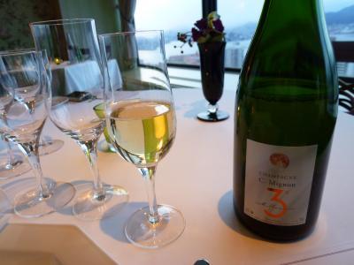 神戸ライフ:サービスで頂いたシャンパン:P1000894_convert_20110419155149