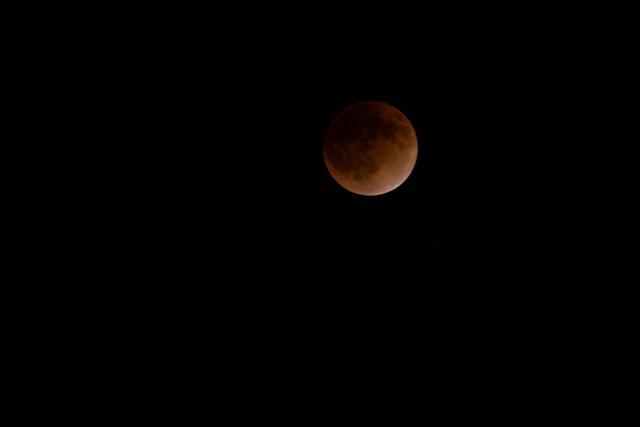 111210_013_皆既月食