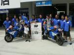レース前の集合写真を撮る磐田レーシングファミリー