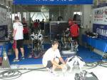 レースに備えて整備中のYAMAHA Austria Racing TeamのYZF-R1#7