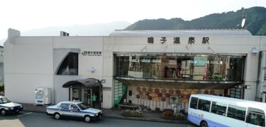 090829_15鳴子温泉駅外観2