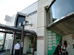 090829_14鳴子温泉駅外観1