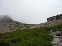 テン場からの山荘