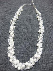 ネックレス(白)2