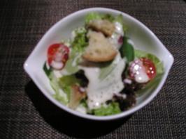 ステーキディナーのサラダ