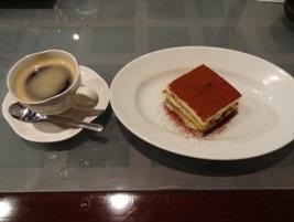 デザトのティラミスとコーヒー