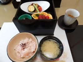 二重のお弁当とご飯とお味噌汁