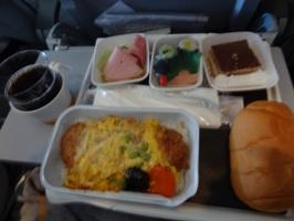 ルフトハンザドイツ航空  昼食の豚肉のカツ丼