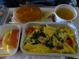 ルフトハンザドイツ航空 夕食のペンネカルボナーラ