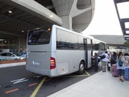 空港からバスでホテルに移動