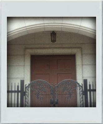 レトロなドアと門