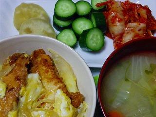 鶏から揚げ卵とじ丼