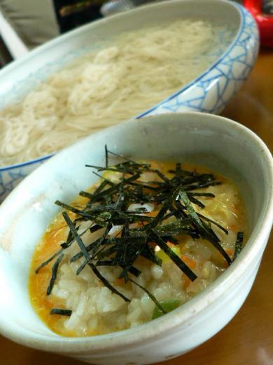 前日の鍋の残り汁で雑炊とソーメン
