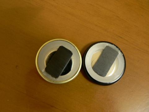 日本酒の蓋を磁石に、裏側