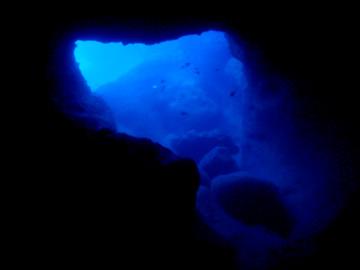 宮古島 がけ下 青の洞窟