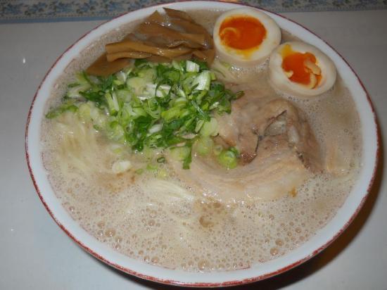 ふくや豚骨ラーメン (1)