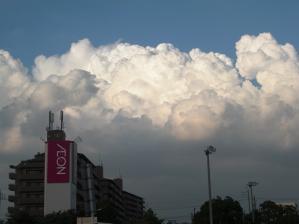 6月の夏雲