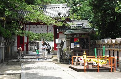 3 信貴山・赤門