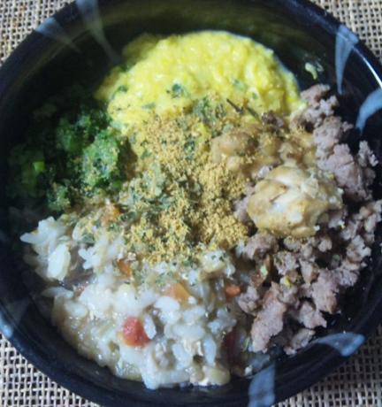 炊き込みご飯牛ひき鶏コーン小松菜