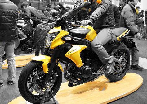黄色いバイク