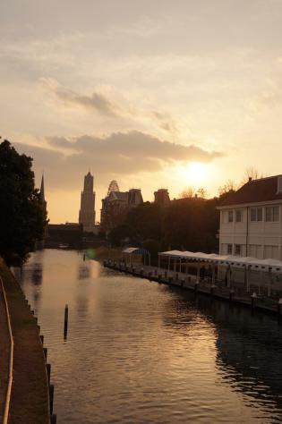 夕日の運河