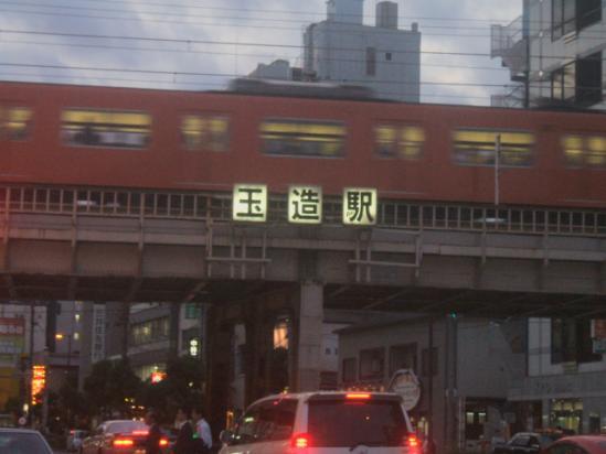 ちょうどエエ具合に電車が通過