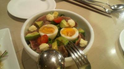 マグロ・アボカド半熟卵のサラダ