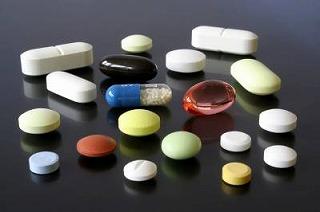 痛み止めの薬の飲みすぎに注意しましょう。
