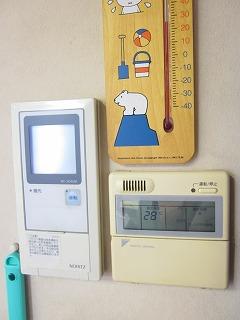 温度計は 26℃ を示しています。