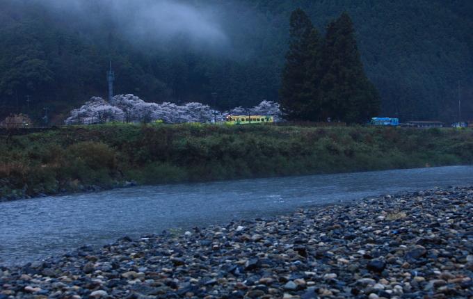 雨の錦川清流線