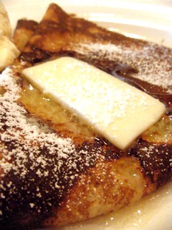 『クニタチ・ティー・ハウス』のバターと砂糖のクレープ