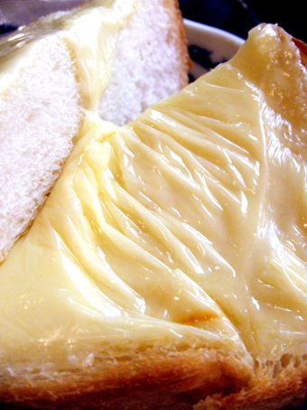 『Cafe de 伊万里(イマリ)』のチーズトースト